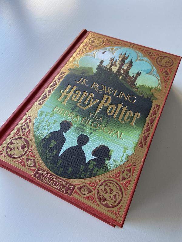 Harry Potter y la piedra filosofal edición Minalima (detalle de la portada)